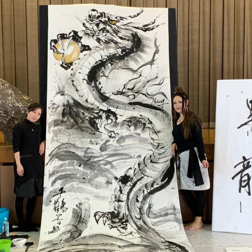 小学校での芸術鑑賞会での水墨画ライブパフォーマンス