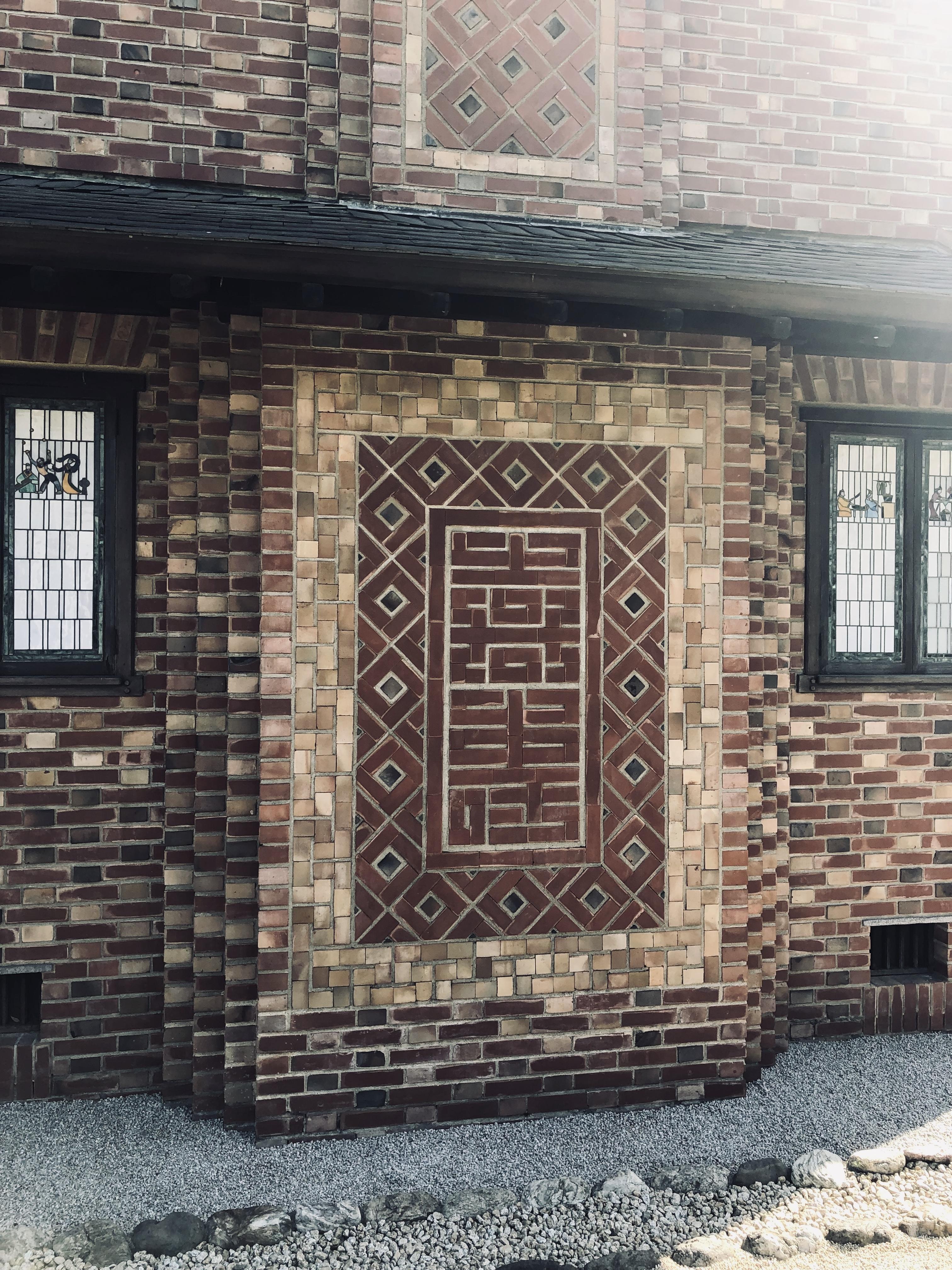 誠之堂「煉瓦で描かれた『喜寿』」