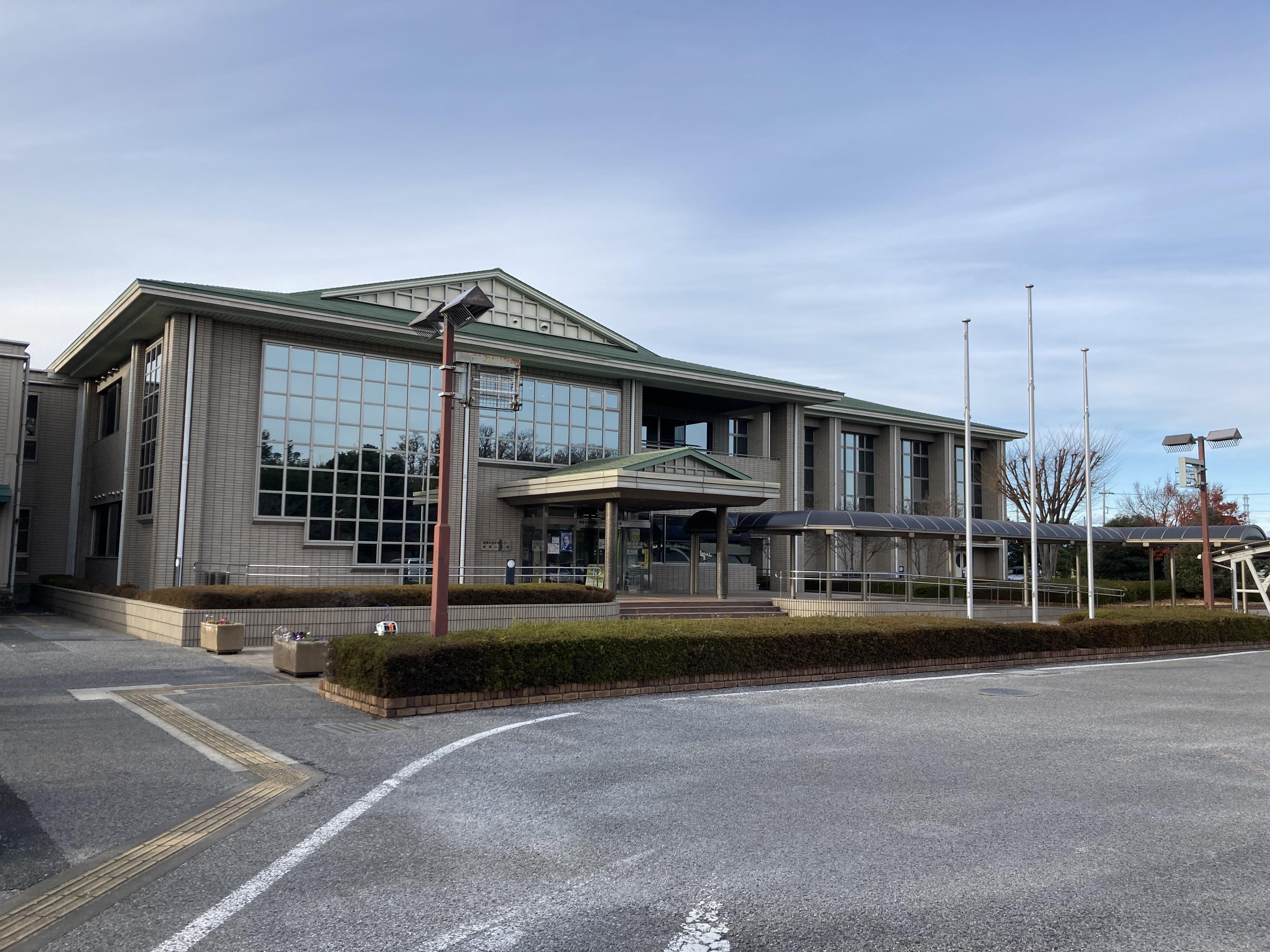 深谷市幡羅生涯学習センター、幡羅公民館 左前方から全体